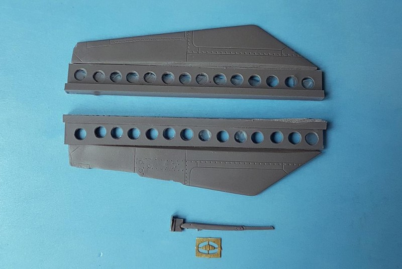 MiG-25 Parachute release actuator and fins