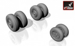 Sukhoj Su-24 Fencer wheels (early)